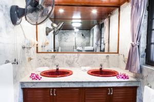 Fisrt floor bathroom