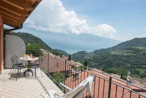 View onto Lake Garda and Monte Baldo