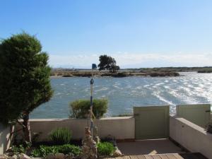 Blick von der Terrasse zum Meeresarm