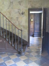 The marble entrance West, view into kitchen