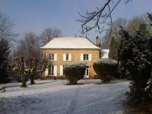 Winter La Mothe, View on Chateau, West