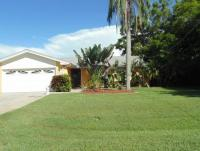 Holiday home with sunny Florida lanai on the canal with 2 bedrooms and 2 bathrooms