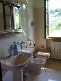Bathroom with shower, on 1. floor (Apartment 2)