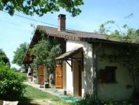 Romantic Vacation Rental Cottage in quiet hamlet in the South of Burgundy