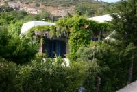 Country Villa in Cyclades style for up to 4-5 people. Generously designed.