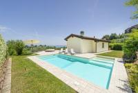 Villa in a quiet area, garden, pool, internet wifi, air conditioning and heating up to 8 persons