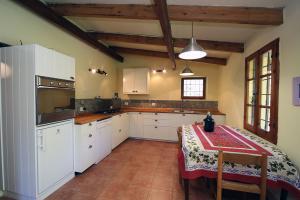 kitchen dishwasher, oven, hob