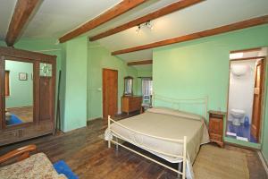 green double bedroom ensuite bathroom